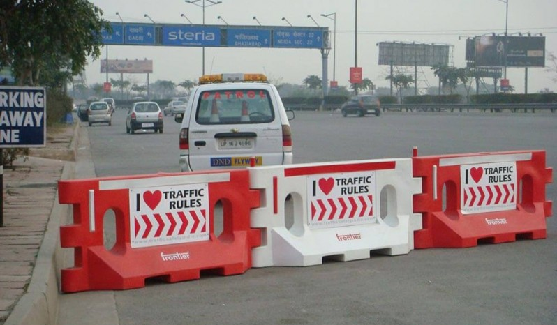 Dominator Road Safety Barrier full